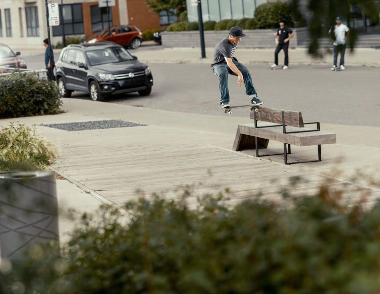 Dennis Busenitz, Wallie Frontside Tailslide, Sidewalk Magazine 'Away Days' Interview, Photo - Sem Rubio.