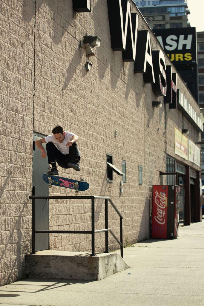 Austyn Gillette, fontside heelflip, New York, photo: Brian Kelley